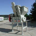Quad-Shaft Shredder with Hydraulic Ram Assist