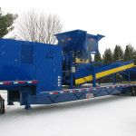 30 series quad-shaft hydrostatic shear shredder with an outfeed conveyor and collection container
